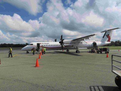 首都ポートモレスビーの空港に到着!