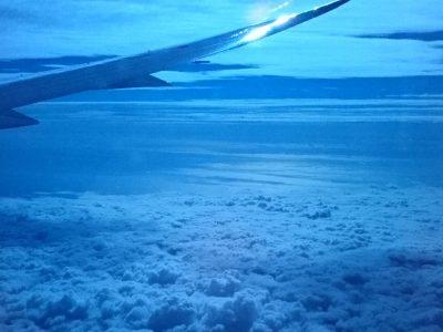 帰りの機内にて。小笠原上空あたり。地球って美しい