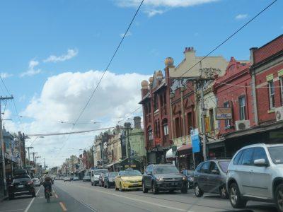 19世紀の瀟洒な街並みがあちこちに残っています