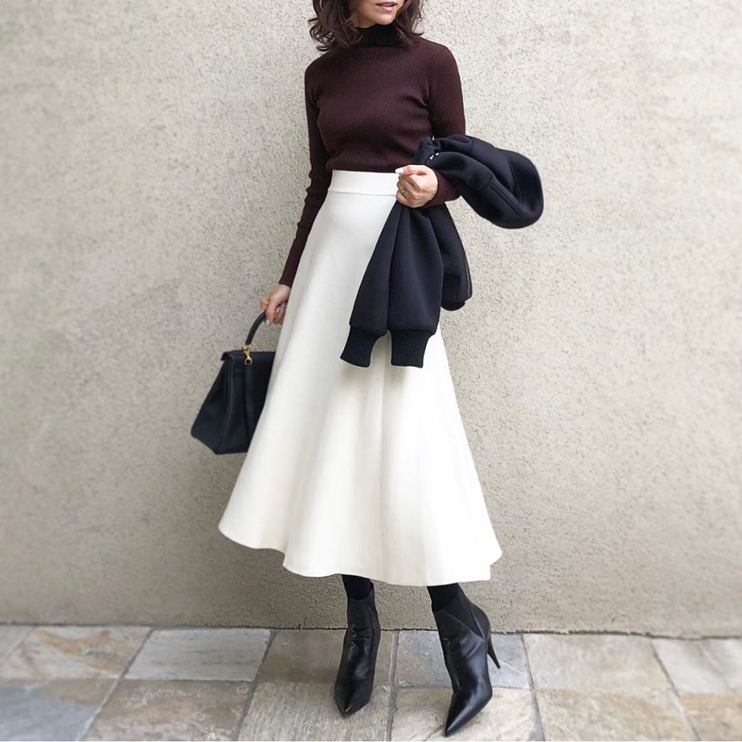 コーデ 白 スカート